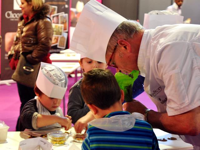 会場では、連日の有名ショコラティエによるデモンストレーションに加え、子供が参加できるワークショップも開催。