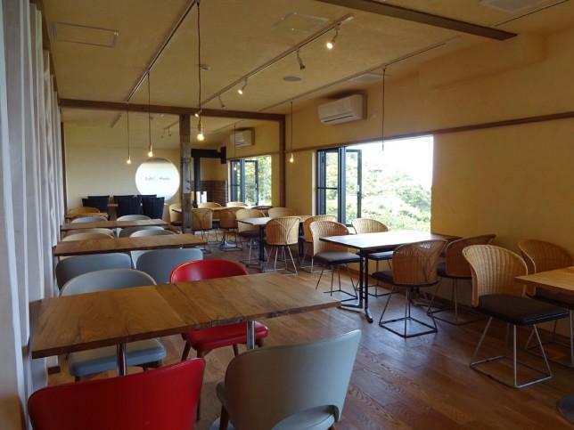 m_Cafe Madu江の島店_内観02a